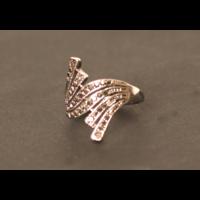 Forma gyűrű markazittal