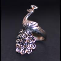 Forma gyűrű páva