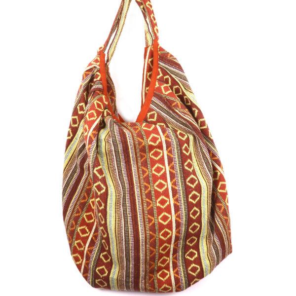 Nagyobb táska