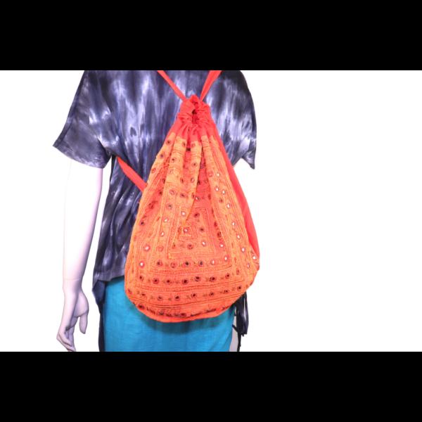 Hímzett táska több szín